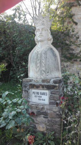 Moldovita - statuie Petru Rares